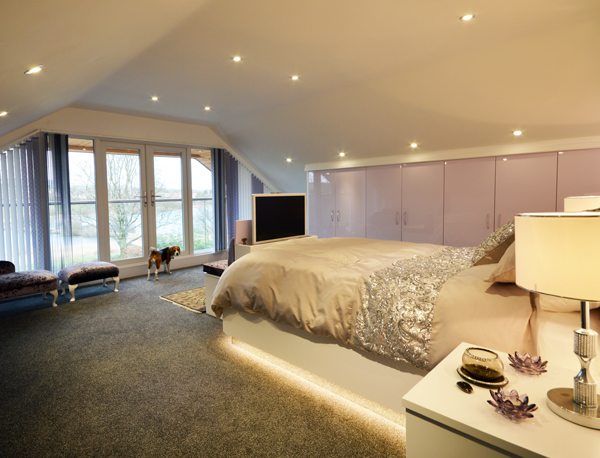 High gloss fitted bedroom