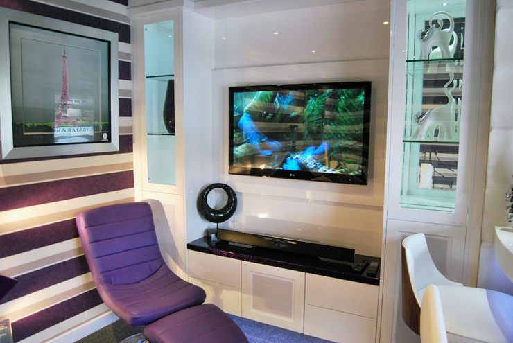 Create a modern home cinema in white high gloss
